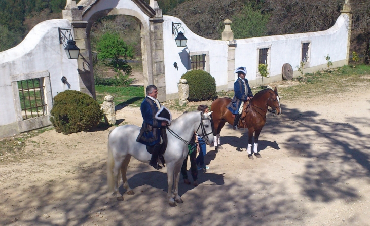 Charlotte Wittbom riding Vip; Don Tomaz Noronha Alerção riding Sado at Quinta do Brejo.